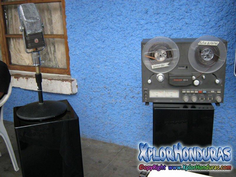 Cosas Antiguas De Radio El Patio En El 136 Aniversario De La Ceiba