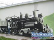 Primer tren de Standard Fruit Company Railroad mural en cementerio en barrio Mejia