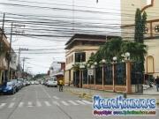 foto actual 9 calle con catedral San Isidro, La Ceiba