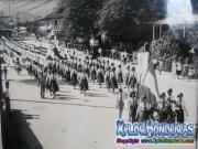 Foto antigua de desfile de instituto Zoila de Santos Pineda