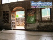 079-sala-del-museo-fortaleza-santa-barbara-trujillo