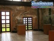 080-sala-del-museo-fortaleza-santa-barbara-trujillo