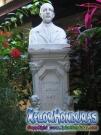 Estatua de Nicolas Arias del Hierro dentro de su antigua casa La Ceiba