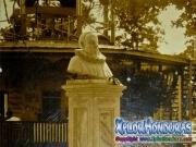 Miguel de Cervantes Saavedra estatua donada por Nicolas Arias del Hierro Antiguo Parque Central La Ceiba