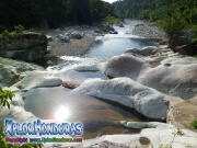parque nacional pico bonito, rio cangrejal, vista linda del rio