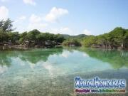 Roatan, Islas de la Bahia, Honduras, bello paisaje del creek