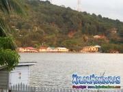 Roatan, Islas de la Bahia, Honduras, casa tipica en el mar