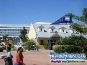 Roatan, Islas de la Bahia, Honduras, cusero norwegian spirit en puerto Mahogany bay