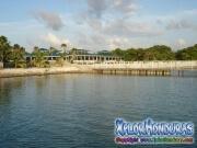 Roatan, Islas de la Bahia, Honduras, hotel resort en bella playa
