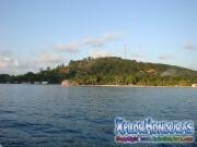 Roatan, Islas de la Bahia, Honduras, Parrot Tree Plantacion desde el yate