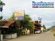 134-restaurante-playa-dorada-y-el-delfin-en-la-playa-de-trujillo