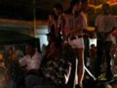 Video Carnaval La Ceiba 2012, Desfile chicas bailando